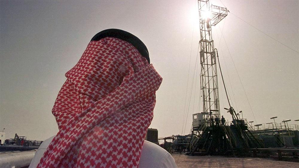 السعودية تقلص صادرات النفط للصين واليابان في نوفمبر