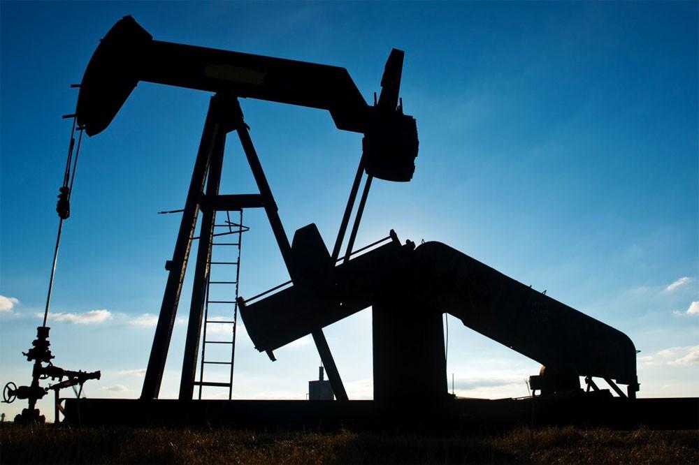 وكالة الطاقة تتوقع توازن سوق النفط العالمية في 2018