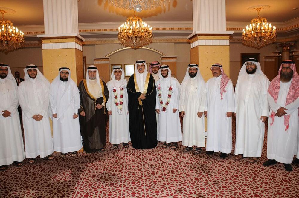 وزير التربية والتعليم يكرم الطالبين البحرينيين الفائزين في مسابقة الملك عبد العزيز الدولية للقرآن