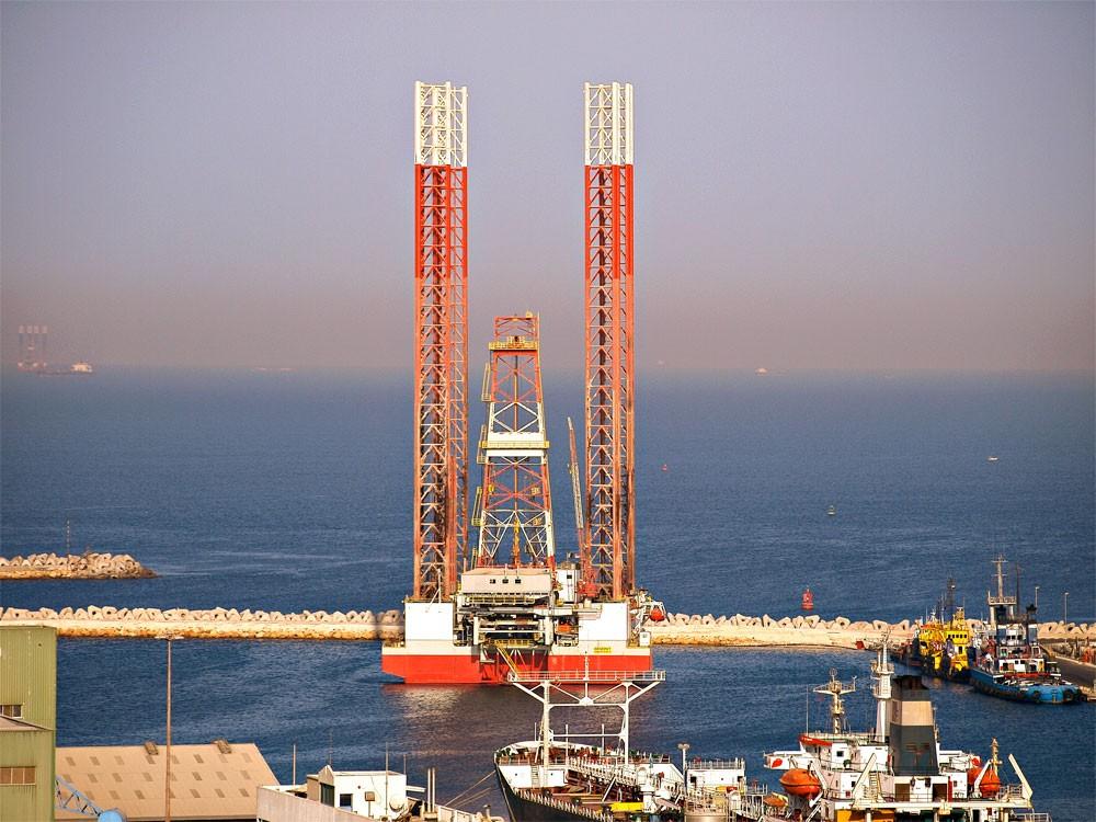وزير الطاقة الإماراتي يتوقع توازن سوق النفط في 2018