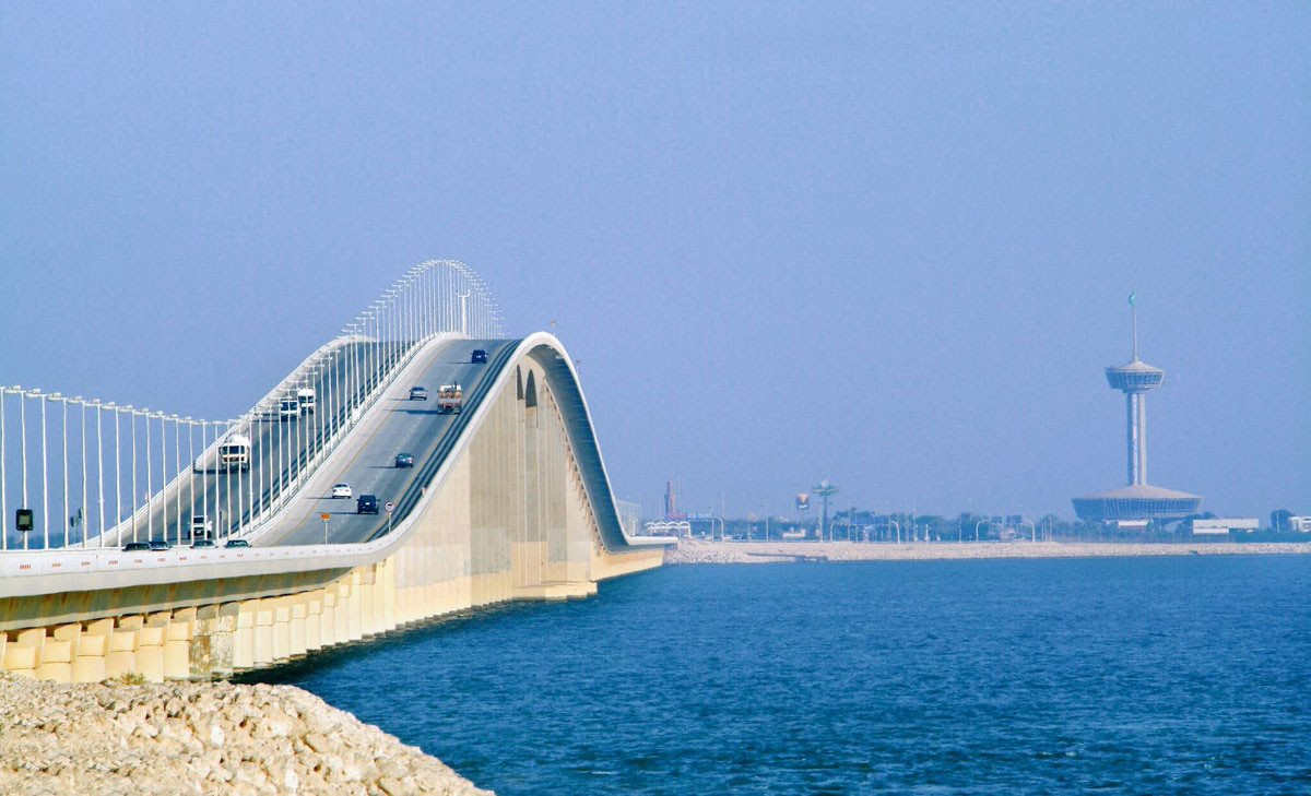 اكثر من 2 مليون مسافرا يعبرون جسر الملك فهد شهرياً