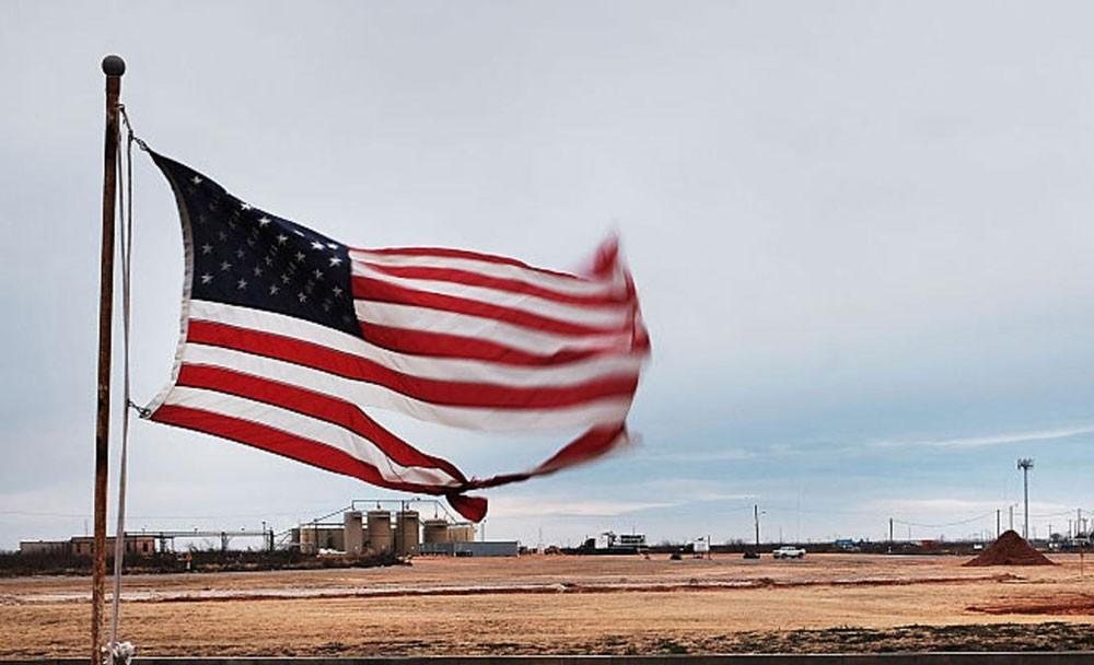 الحفارات الأميركية تهبط بأسعار النفط