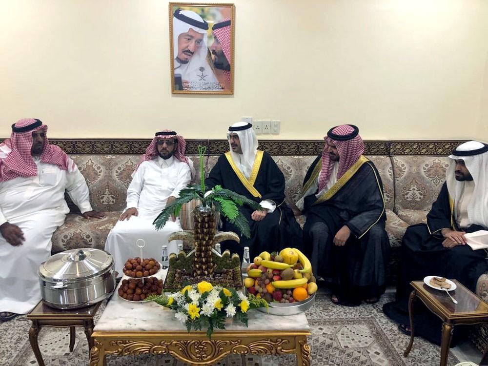 محافظ الجنوبية يزور مجلس قبيلة بني خالد في السعودية