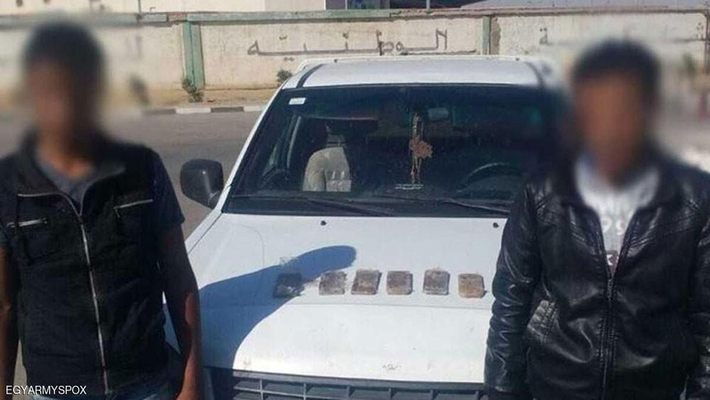 """الجيش المصري يضبط متشدد و""""مراقبين"""" وسط سيناء"""