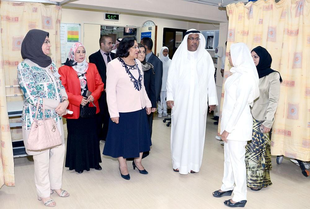 وزيرة الصحة تقوم بزيارة لمركزي النعيم وإبن سينا