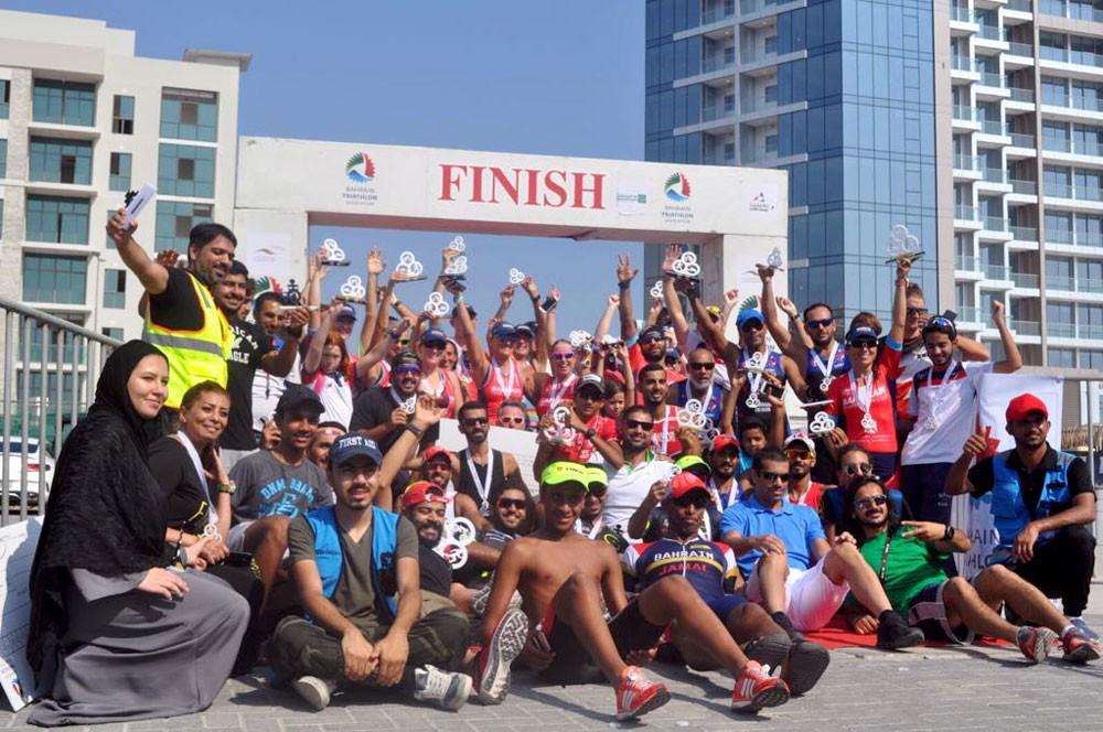 صقر بن سلمان يتوج الفائزين في سباق البطولة النهائية للترايثلون