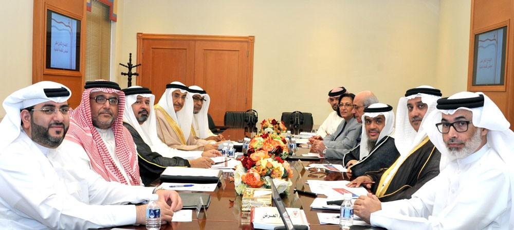 خالد بن عبد الله: ربط الأداء المؤسسي بالأداء الفردي لموظفي