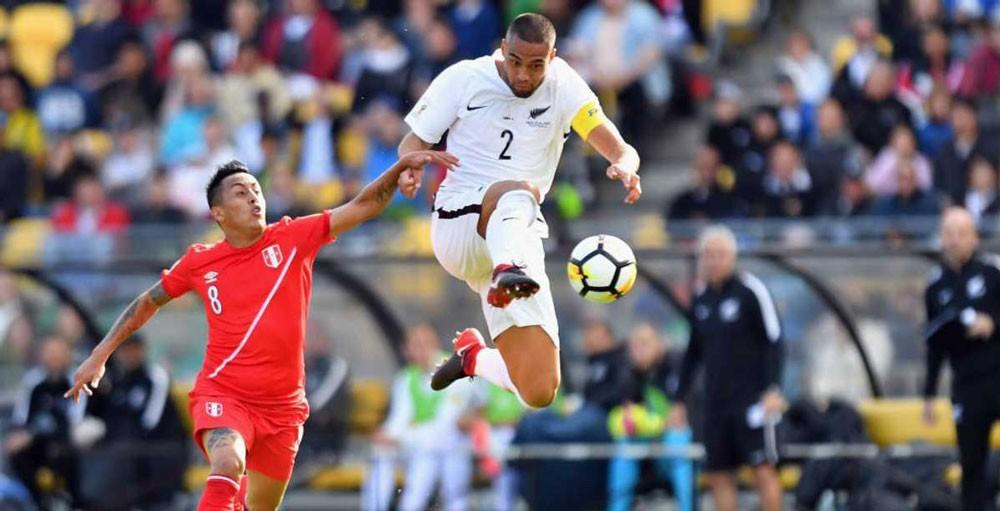 طول لاعبي نيوزلندا.. مصدر قلق لبيرو قبل المباراة المصيرية