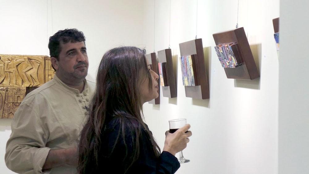 """مديرة """"الثقافة"""" تفتتح معرض رئيس جمعية الخزافين"""