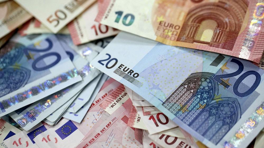 تدفقات تدفع اليورو لأعلى مستوى في أسبوعين