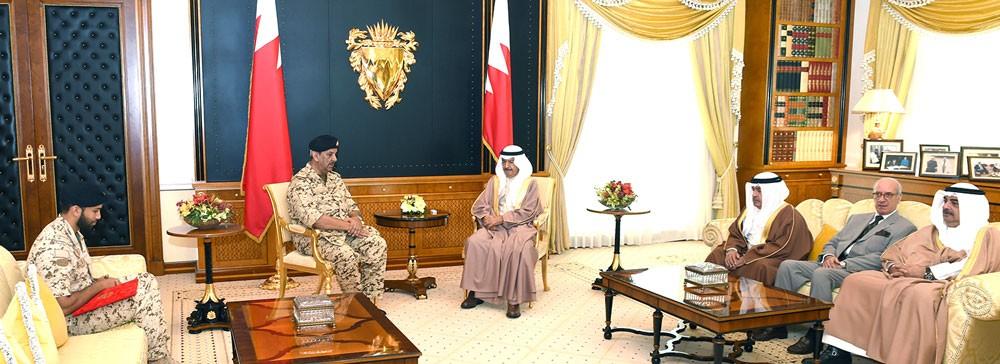 رئيس الوزراء يشيد بالمستوى المتميز الذي وصلت اليه قوة دفاع البحرين