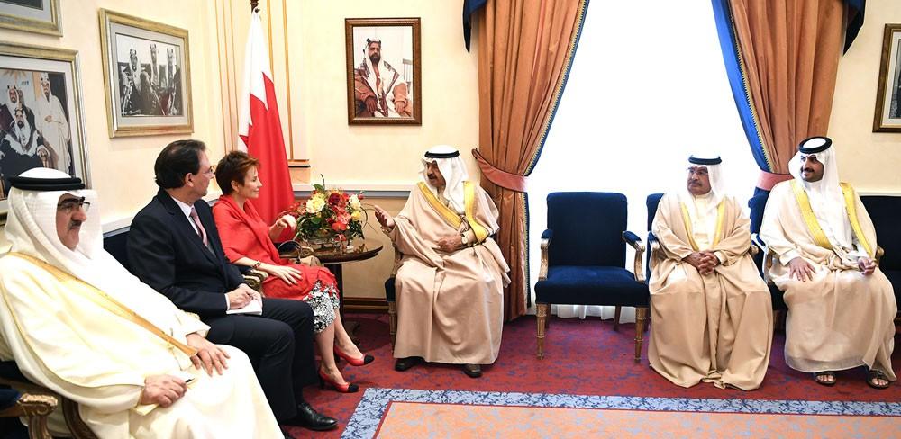 رئيس الوزراء يستقبل السفير الفرنسية بمناسبة تعيينها سفيرة لبلادها لدى المملكة