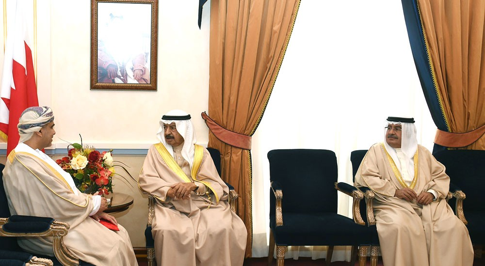 رئيس الوزراء يستقبل سفير سلطنة عمان لدى المملكة