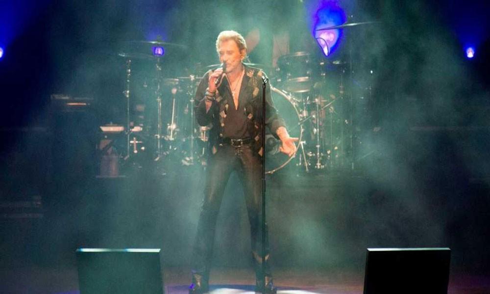 الموت يغيب أشهر مغني في فرنسا