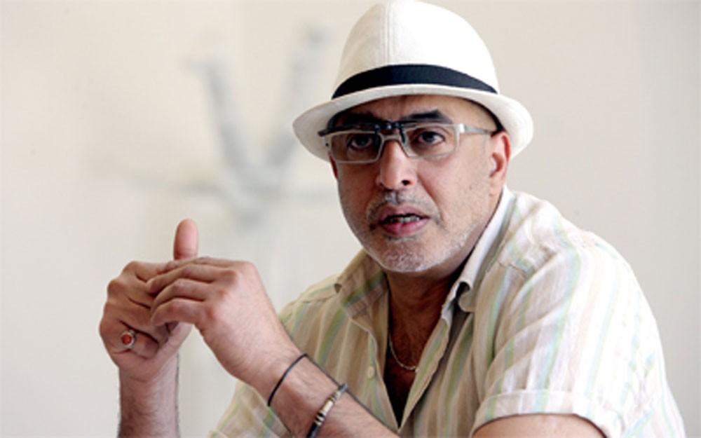 الفنان فيصل السمرة يسرد تجربته في الأعمال البصرية بعمارة بن مطر غداً