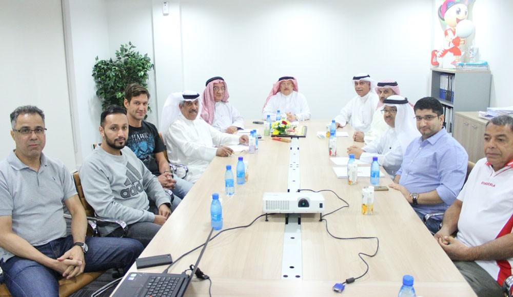 عسكر يطلع على مراحل تنفيذ خطط اتحاد الكرة الطائرة