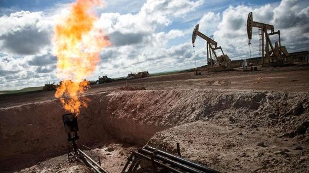 أسعار النفط تهبط بأكثر من 2% مع ارتفاع مخزونات الوقود في أمريكا