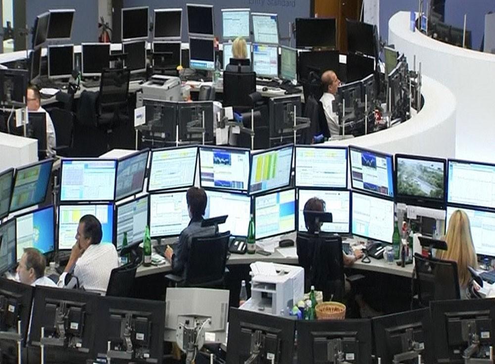 الأسهم الأوروبية تقلص خسائرها بدعم من ضعف اليورو