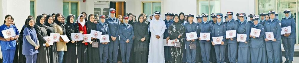 (المباحث والأدلة الجنائية) تحتفي بيوم المرأة البحرينية وتكرم عدد من منتسباتها