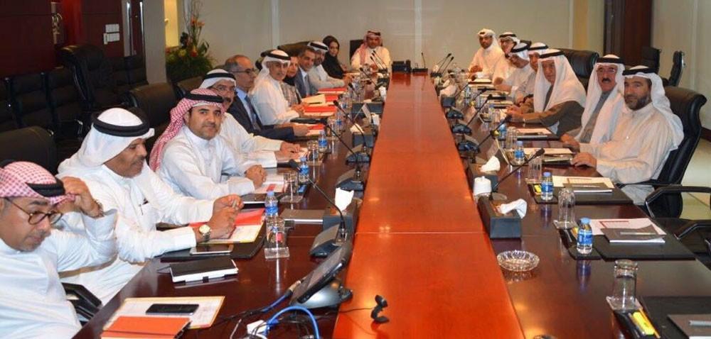"""الزياني يترأس اجتماعا بين وزارة """"الصناعة"""" وغرفة تجارة وصناعة البحرين"""