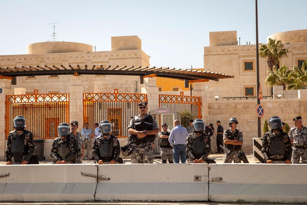 السفارة الأميركية بالأردن.. حشد وإغلاق الطرق
