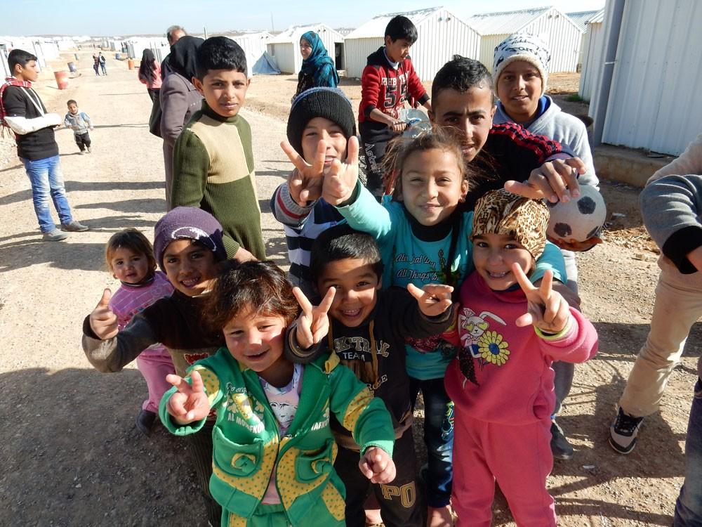 """""""أيادي الإغاثية"""" تعلن عن إطلاق حملة جمع الملابس الشتوية لمساندة اللاجئين السوريين"""