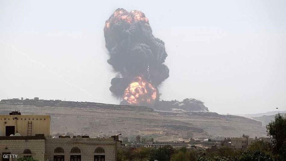 غارة على معسكر حوثي تقتل العشرات وتدمر صواريخ إيرانية