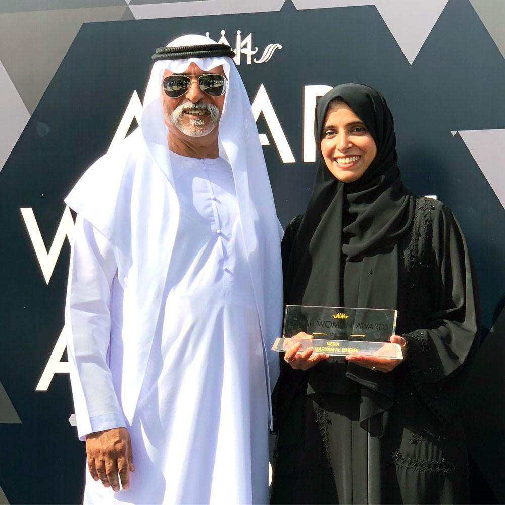 """مريم عيد المهيري تنال جائزة الإعلام من """"جوائز المرأة العربية"""""""