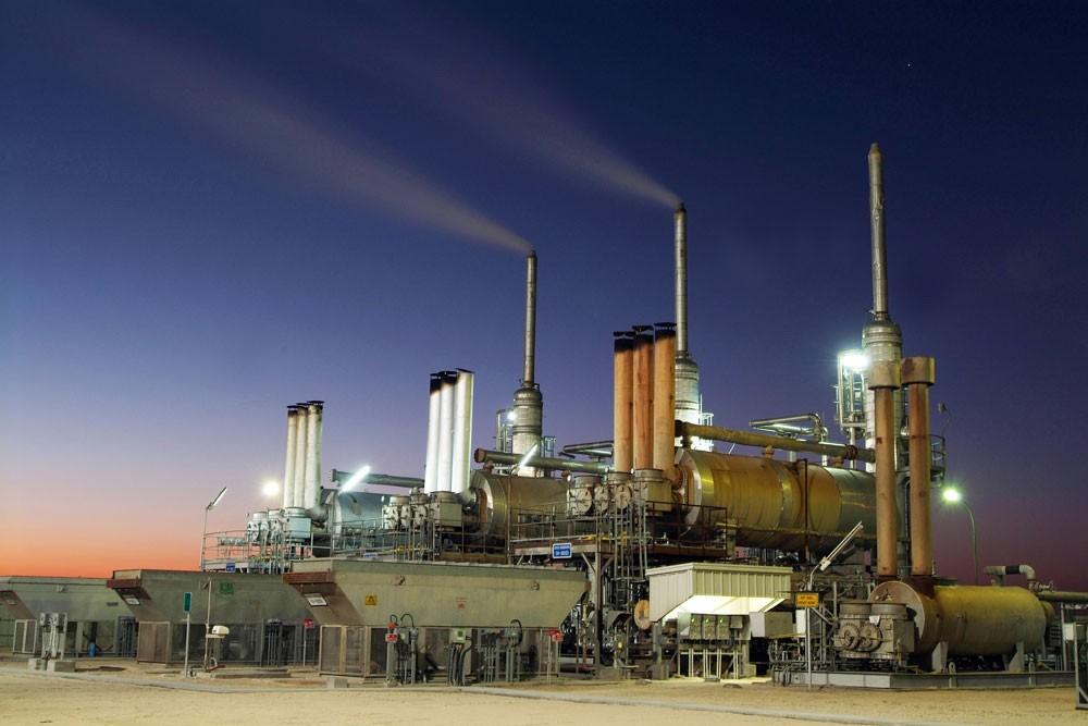 استقرار اسعار النفط مدعومة بانخفاض الحفارات الأمريكية