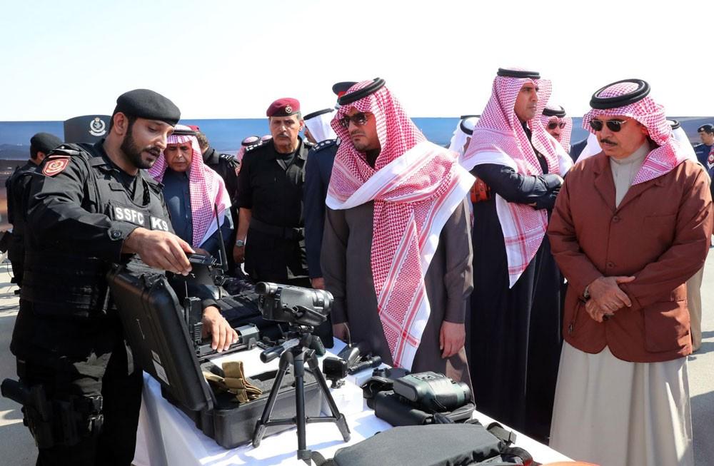 وزير الداخلية السعودي يزور معسكر قوة الأمن الخاصة