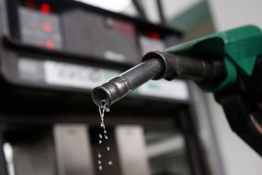 """مقاضاة """"النفط والغاز"""" لرفعها سعر البنزين دون نشر القرار رسميًا"""