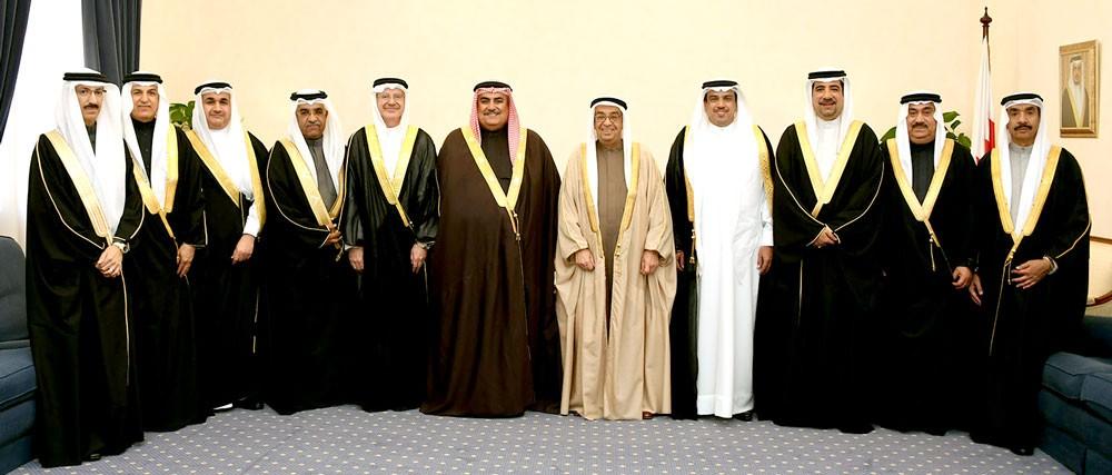 محمد بن مبارك يستقبل السفراء الجدد ويشيد بدور وزير الخارجية