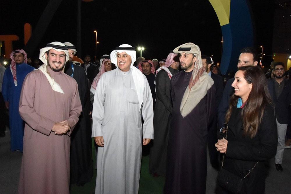 وزير الصناعة والتجارة يدشن مهرجان البحرين تتسوق