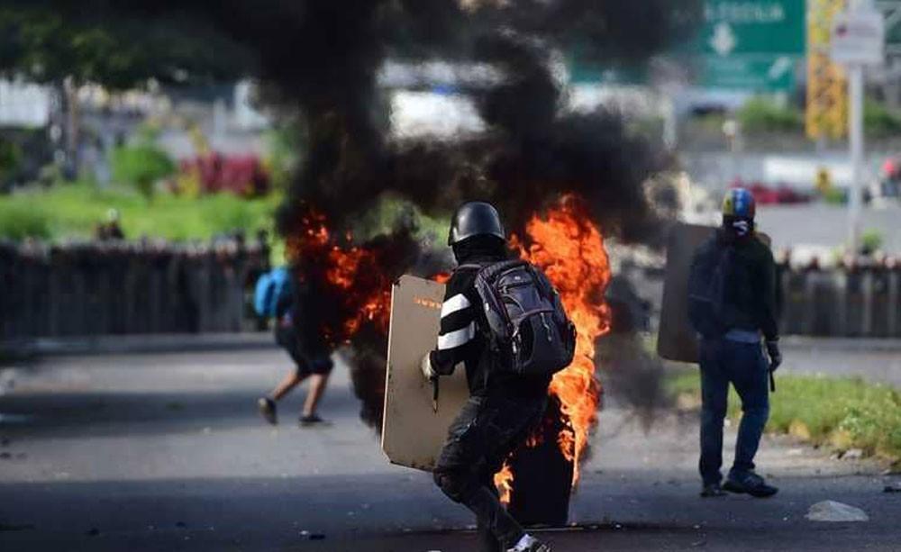 """مئات """"الجوعى"""" ينهبون متاجر ومواشي في فنزويلا"""