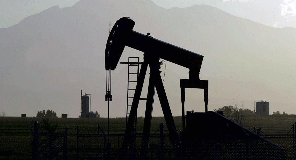 النفط يهبط من المستوى الأعلى منذ ديسمبر 2014