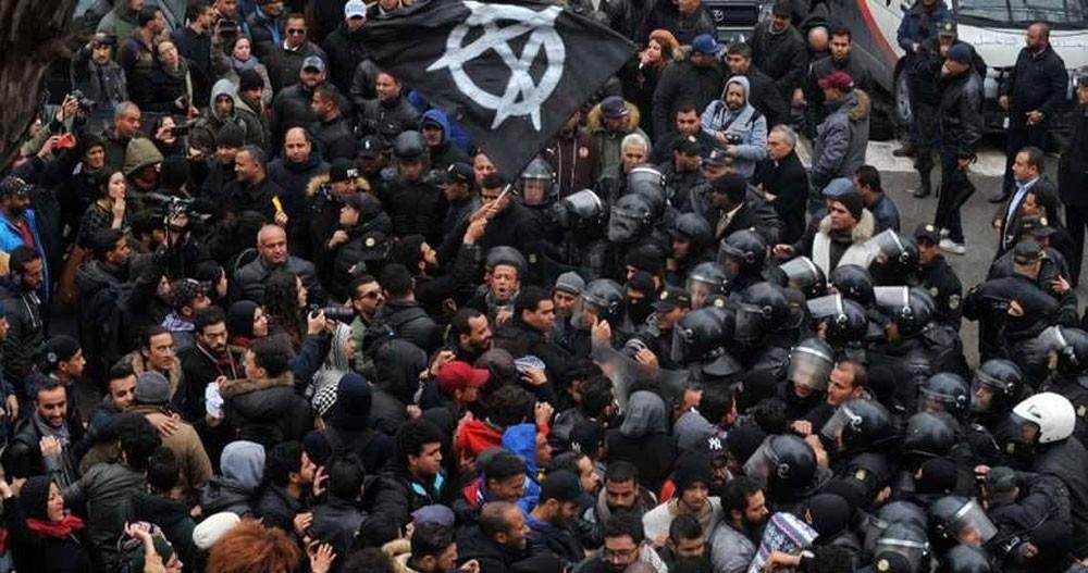 """مئات الموقوفين في تونس.. و""""ماذا ننتظر"""" تدعو لتحرك جديد"""