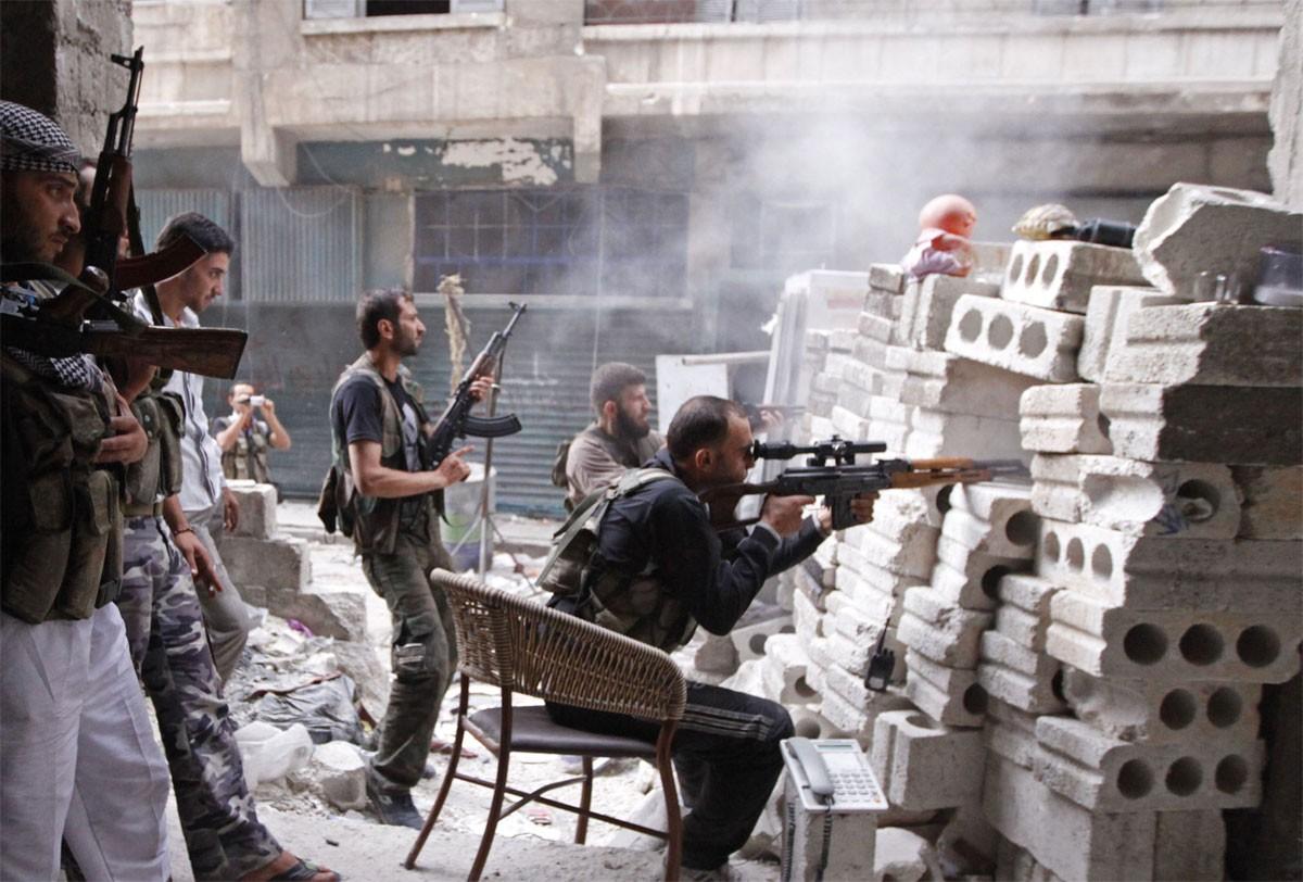 سوريا.. مقتل العشرات من الأطراف المتقاتلة في إدلب