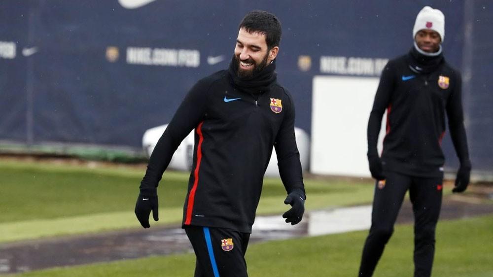 برشلونة يعير أردا توران إلى باشاك شهير