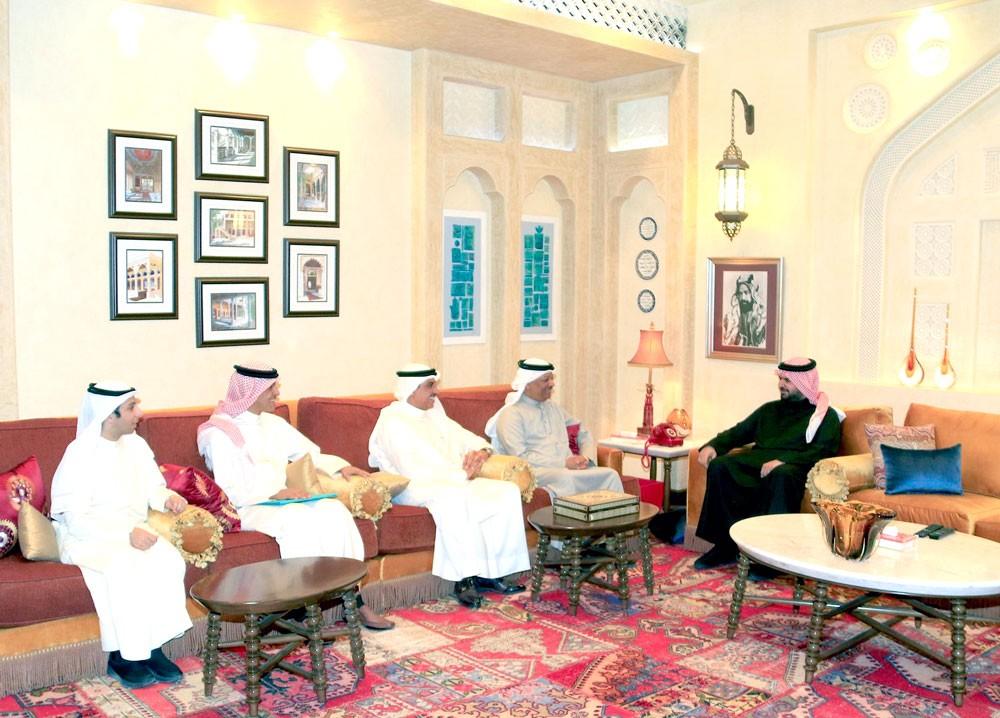 سمو الشيخ عيسى بن علي يستقبل رئيس واعضاء جمعية الكلمة الطيبة