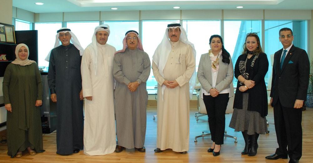 وزير العمل يشيد بمبادرات أصحاب الأعمال البحرينيين