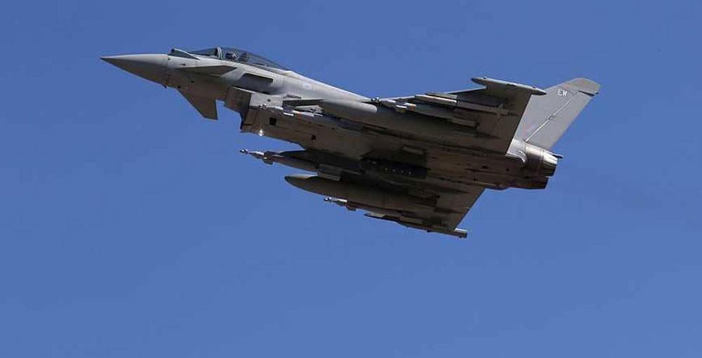 مقاتلات بريطانية تعترض طائرتين روسيتين