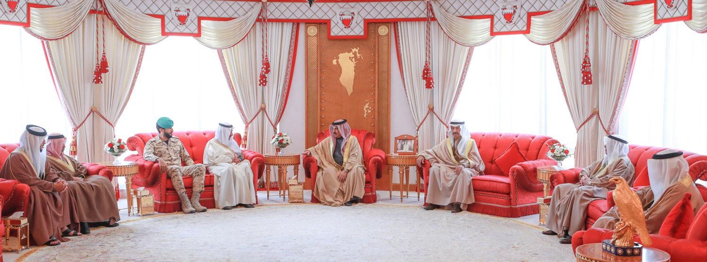 الملك يستعرض مع رئيس الوزراء قضايا الشأن المحلي
