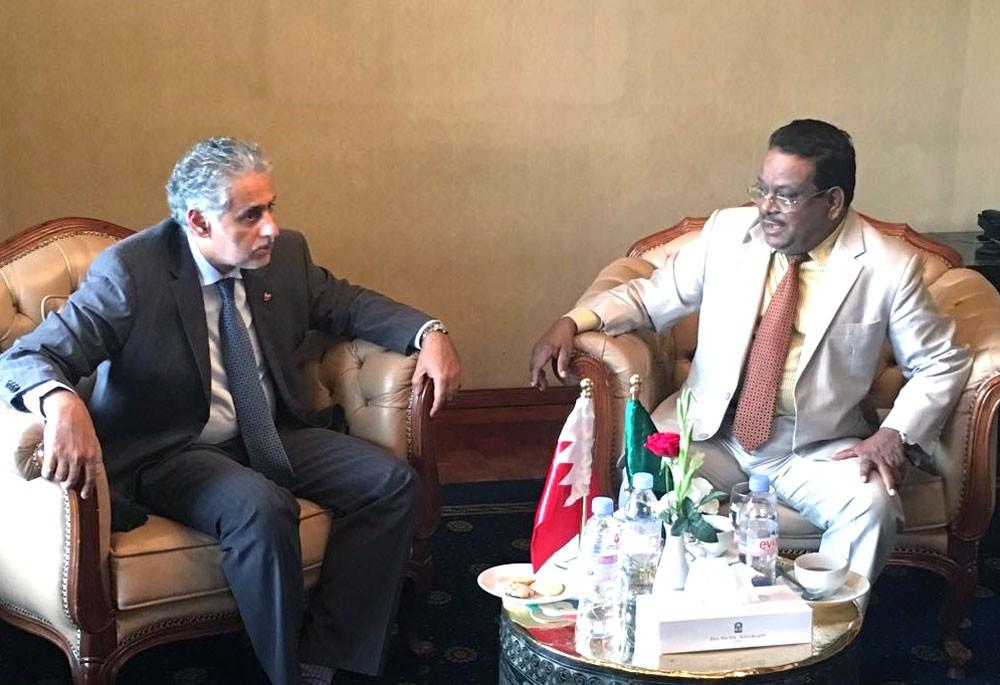 وزير الصناعة يجتمع بوزير الطيران والسياحة في بنغلادش