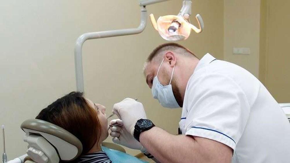 اختراع فريد سيغير عالم طب الأسنان