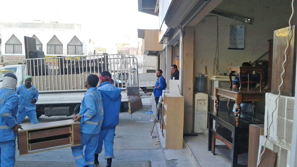 """بلدية """"الجنوبية"""" تقوم بحملة على إشغالات الطرق في مجمع 903"""