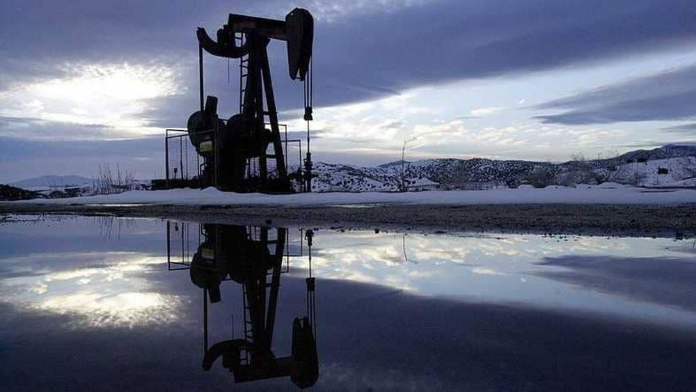 النفط عند أدنى مستوى مع توقعات بارتفاع إنتاج أميركا وإيران