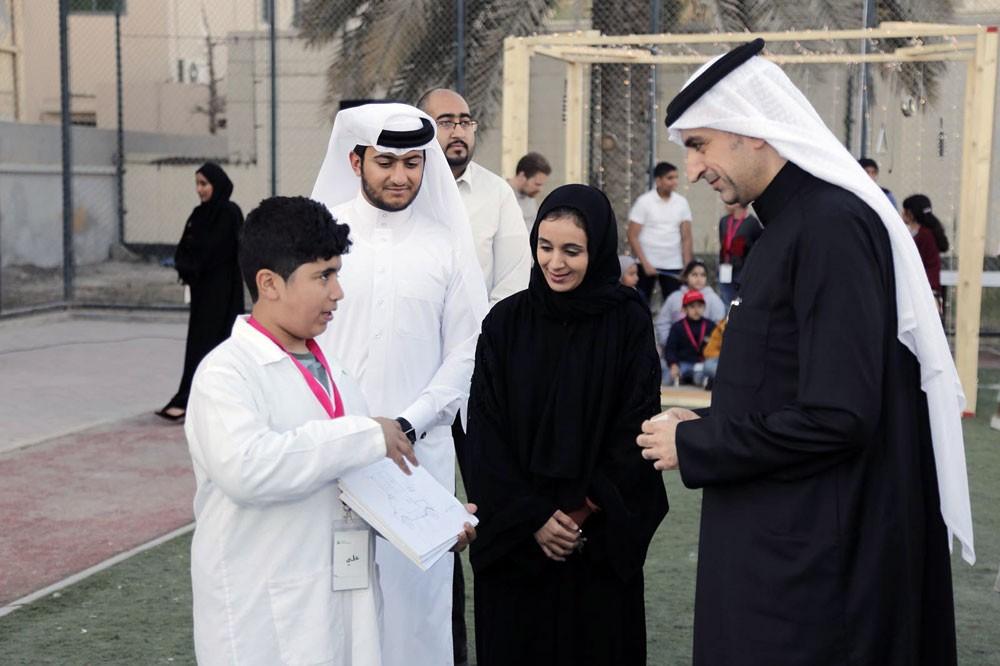 """الجودر يشهد بازار أنا المستقبل ويؤكد دعم """"الشباب والرياضة"""" لأفكار الناشئة"""