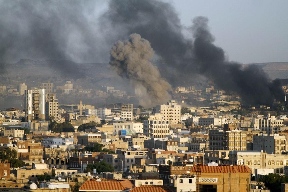 التحالف يقصف تعزيزات حوثية إلى الساحل الغربي