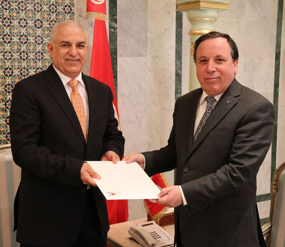 سفير البحرين بتونس يسلم نسخة من اوراق اعتماده