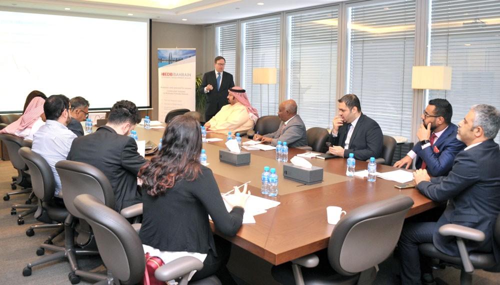 وزير الصناعة يستقبل المدير التنفيذي لمجلس الأعمال البحريني الأمريكي